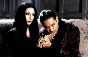 THE ADDAMS FAMILY, Anjelica Huston, Raul Julia, 1991, (c)Paramount